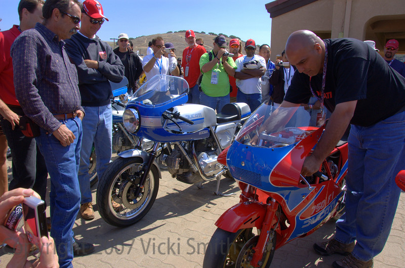 Lou plays the music of his TT1 for an appreciative crowd. The guy's on the left might look familier, they all entered the Laguna round with really beautiful Ducati's - that's Tom Tasso, Dan Bockmier and Dave Russell.