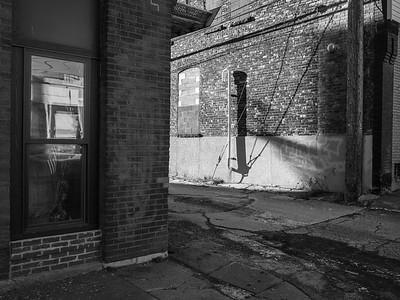 Nice Alley Light in Duluth, MN. #alleylight #monotone #blackandwhite