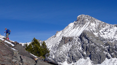 Terry and the north face of Hyndman Peak.