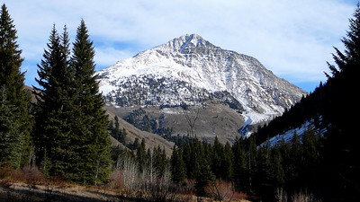 The so-familiar sight of Cobb Peak on the Hyndman Creek trail.