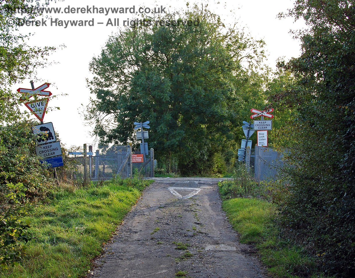 Grove Lane Crossing looking west.  Please note that Grove Lane is in such a poor condition that it is NOT suitable for ordinary vehicles from either direction.  It is probably only used by occasional farm vehicles for access to adjacent fields. 08.10.2008