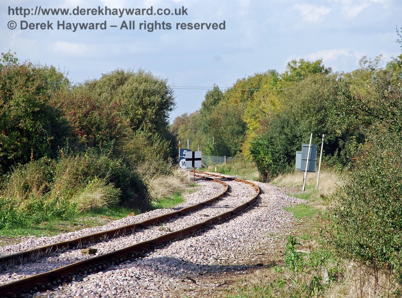 The reverse of the previous view, looking north from Bowdell Crossing back towards Grove Lane Crossing with a long lens. 08.10.2008