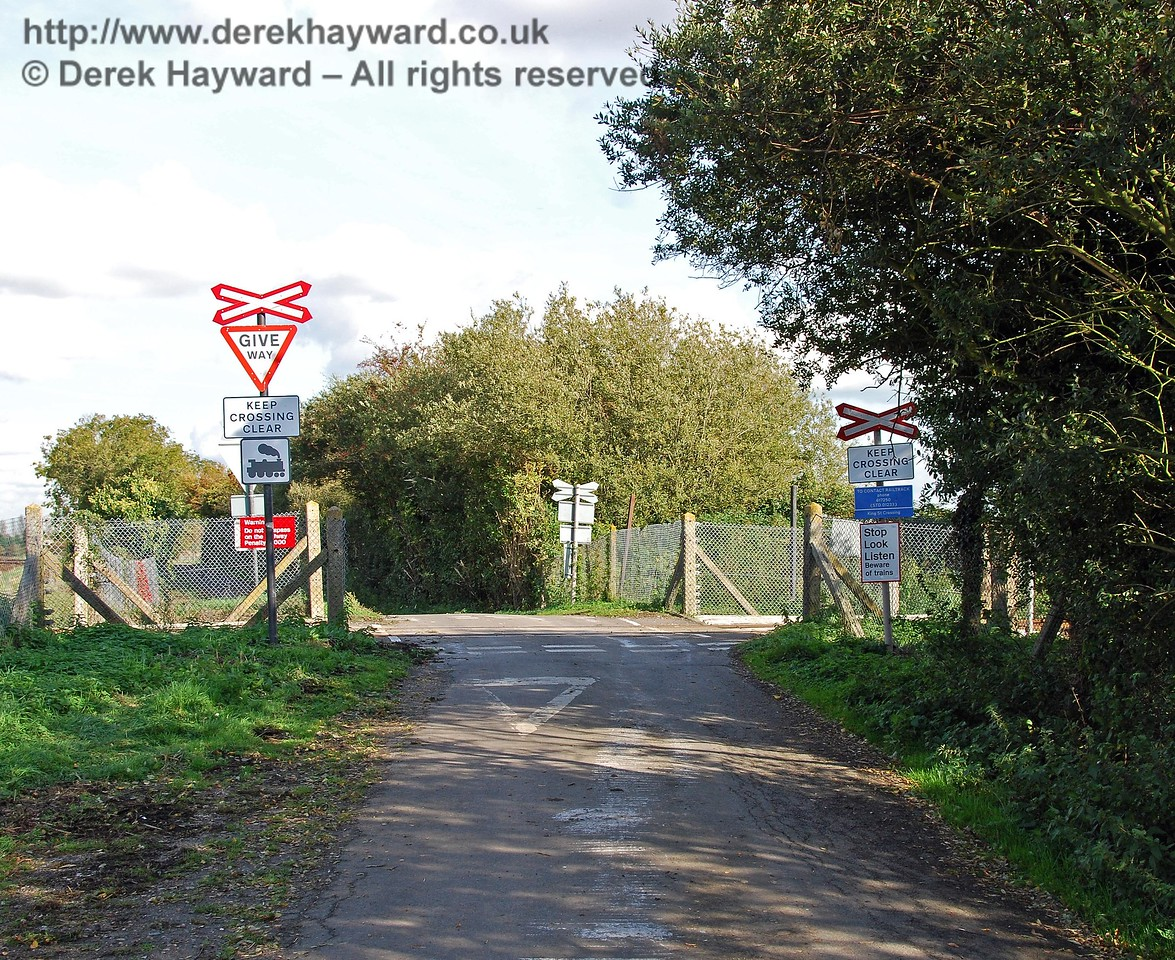 King Street Crossing looking east. The road runs in parallel to the A259 and forms a route to the village of Brenzett. 08.10.2008