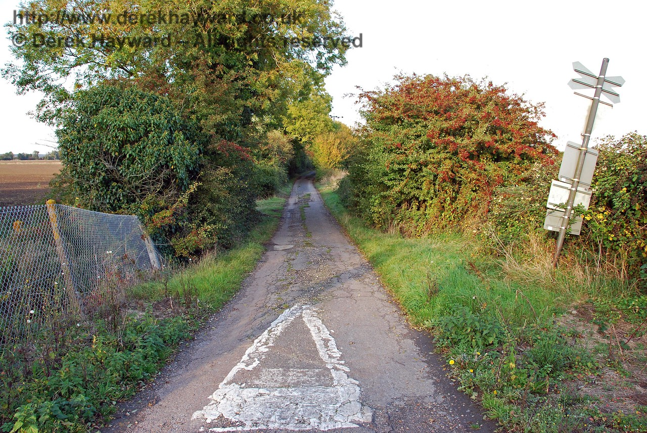 Turning round, this is the view east from the crossing. Tractors and 4x4 vehicles can use this lane but ordinary cars WILL ground owing to deep ruts and a raised central surface. Grove Lane Crossing 08.10.2008