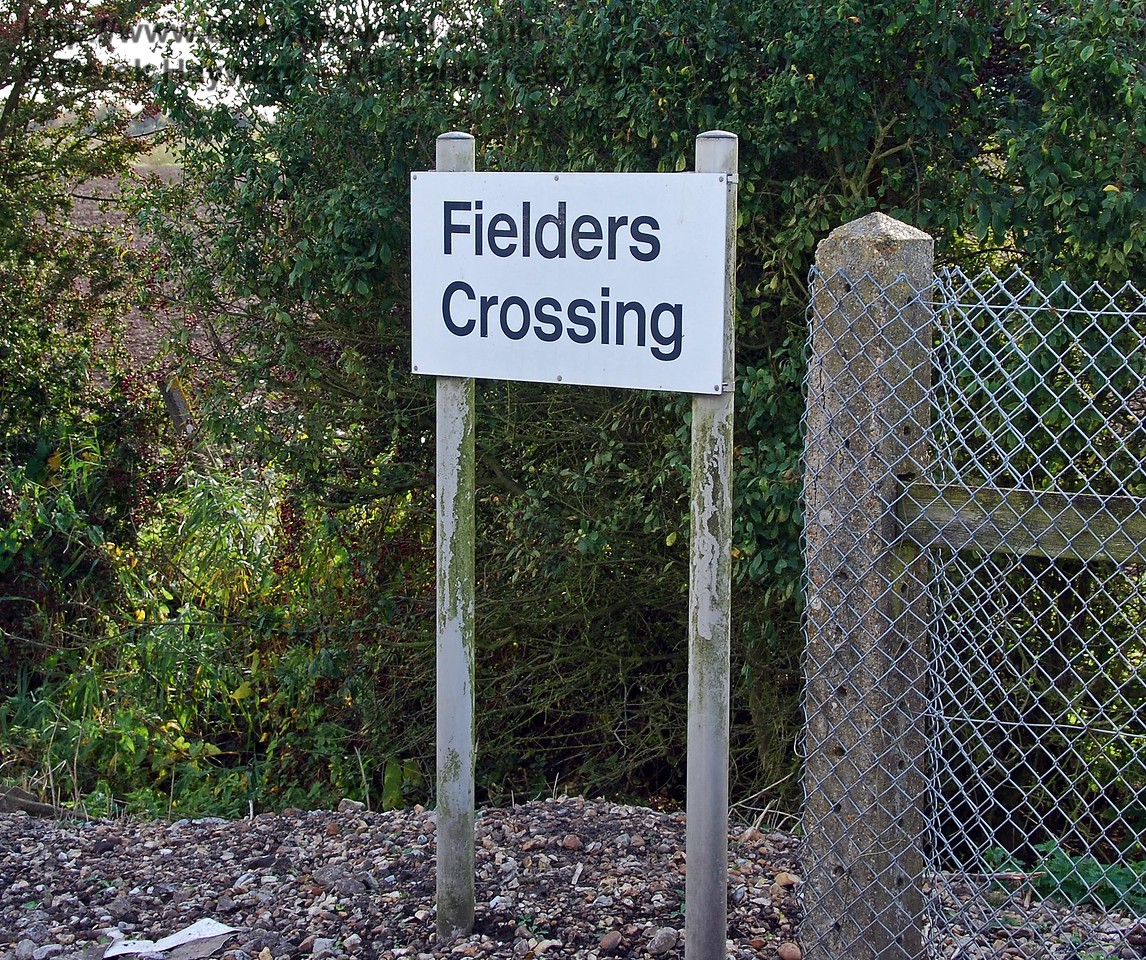 There was a very bright new sign at Fielders Crossing, but they could have cleaned the poles! 08.10.2008