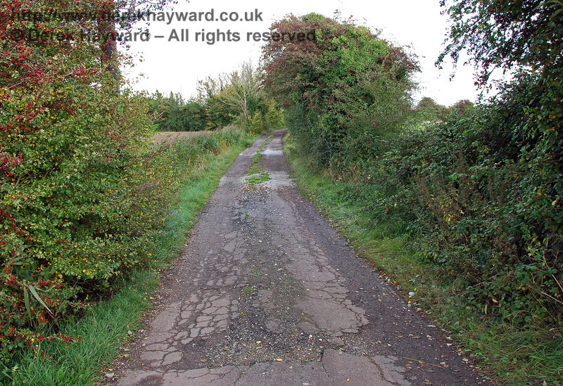 A view east down the sub-standard lane that leads from Fielders Crossing as it starts to deteriorate. 08.10.2008