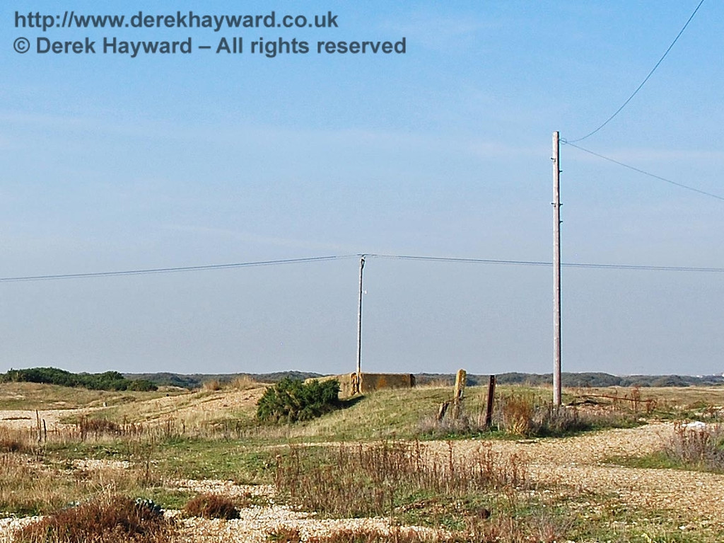 Coming closer to the old platform at Dungeness Station, still looking north, it becomes possible to distinguish some features. 27.09.2008