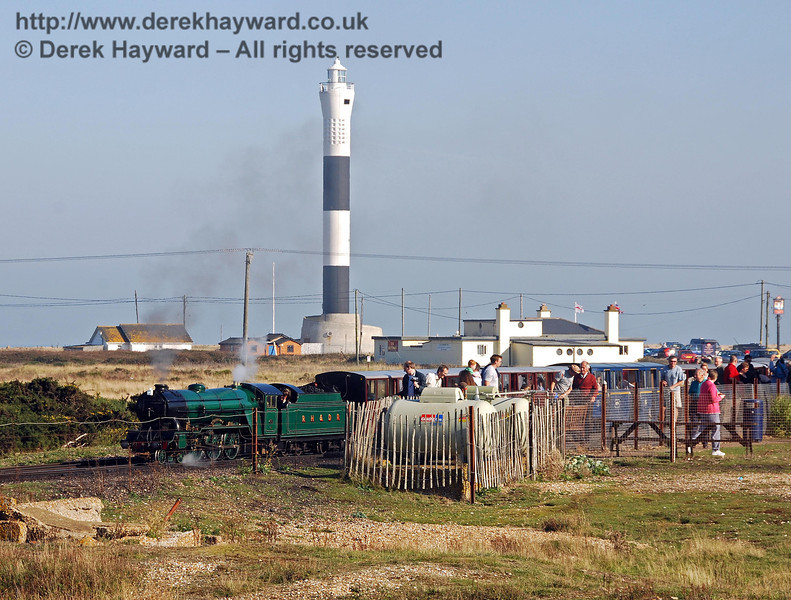 Looking east the new lighthouse is in the background, whilst in the foreground a train stands at Dungeness Station on the Romney, Hythe and Dymchurch Railway. RHDR trains do not reverse here; they travel in a large loop and end up facing in the correct direction to return towards New Romney. 27.09.2008