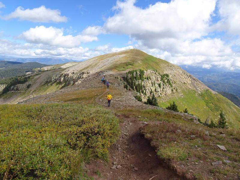 1 Hiking north on the ridge