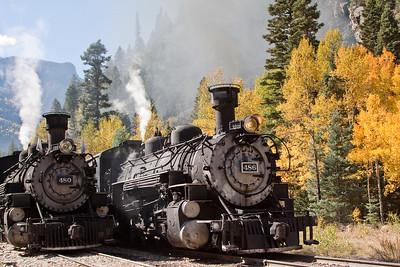 Engine 486 passes Engine 480 idling on the siding
