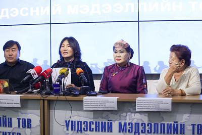 """2020 оны аравдугаар сарын 29. Ардын жүжигчин Ш.Чимэдцэеэ болон түүнд туслах """"Сүхбаатарын хүүхнүүд"""" хөдөлгөөнөөс нэрт дуучинд тулгамдаад буй асуудлаар мэдээлэл хийлээ. ГЭРЭЛ ЗУРГИЙГ MPA"""
