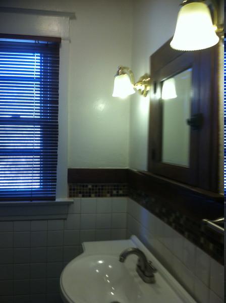 bathroom sink/lights