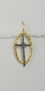 8-SRM34-GL CO33  STERLING CROSS ON GOLD PLATED HAMMERED LINK