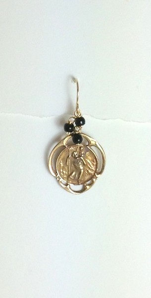 8-RM133-OX CO36  ST CHRISTOPHER MEDAL WITH ONYX