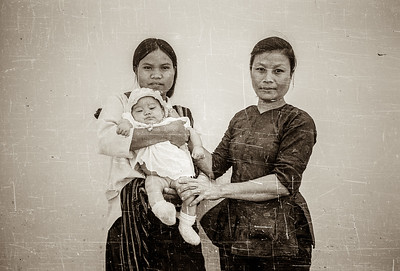 Giao and her daughter and granddaughter