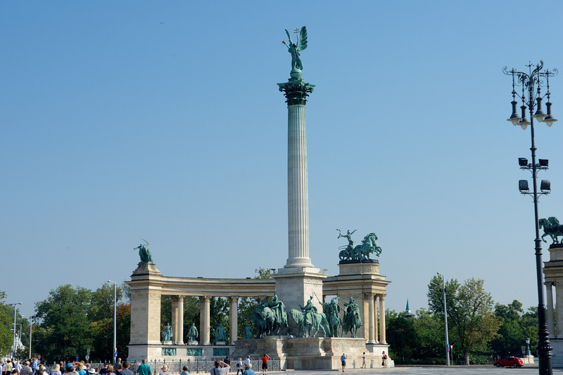 Heroes Square with the 36-meter column topped by the archangel Gabriel. Seven famous Hungarian heroes are depicted in the semicircular arcades behind the column.