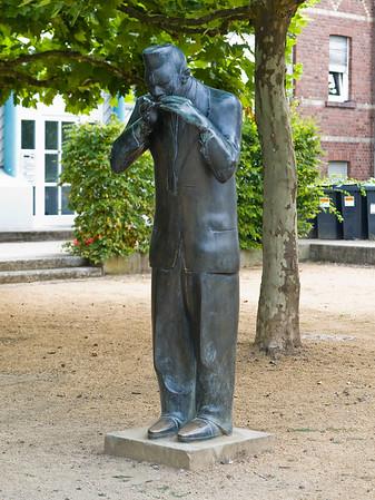 Detlef Kraft: Denkmal für Little Walter (Jazzmusiker) im Jagdhof in Darmstadt, Bessungen