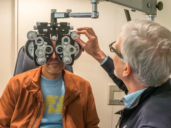 Augen-Optiker B. aus Eberstadt betreut Flüchtlinge im September 2015