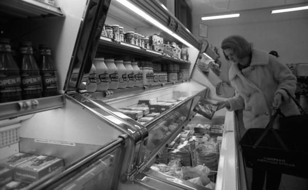 Darmstadt-AAFES-EES-Commissary-(Riley)-26 January 1970-54-75