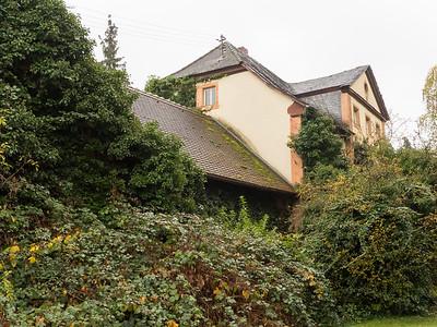 Kunststoffstrasse im Landkreis Darmstadt-Dieburg: Alte Direktorenvilla beim ehemaligen Cellba-Werk in Babenhausen, 5. November 2016