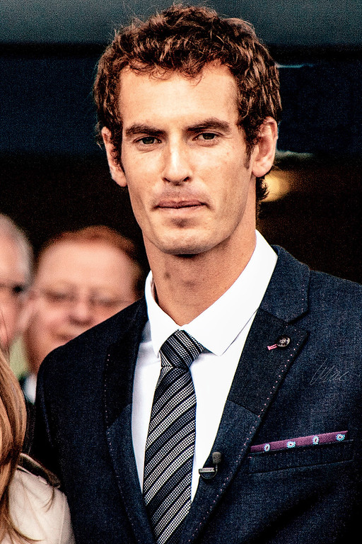 23/04/2014 - Andy Murray leaves Dunblane High School after being given freedom of the city