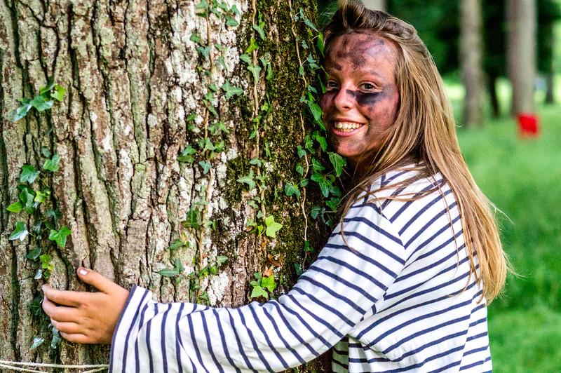 Selon les experts, le câlin à un arbre est plus confortable du côté de la mousse