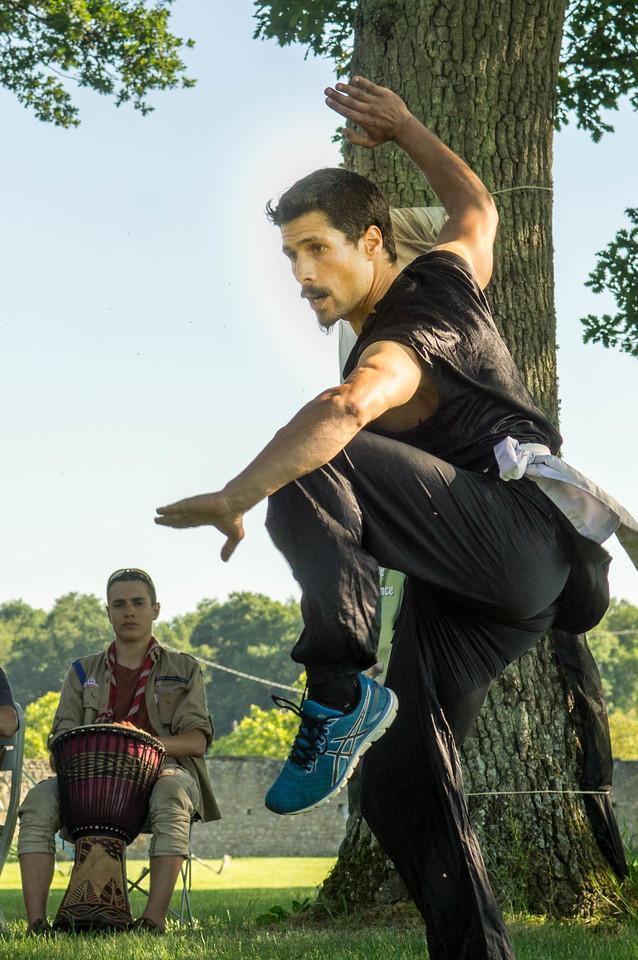 Gabriel nous fait une démonstration de kung-fu