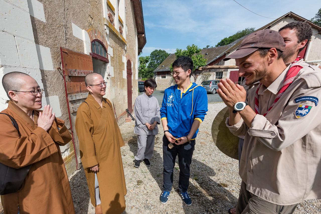 Rencontre avec une communauté boudhiste