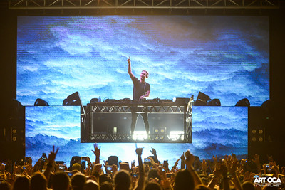 Alesso at The Palace Pool Club (30)