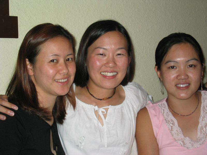 2003 09 05 Friday - Joanna Chi, Leslie Lin, Bernice Chen with flash