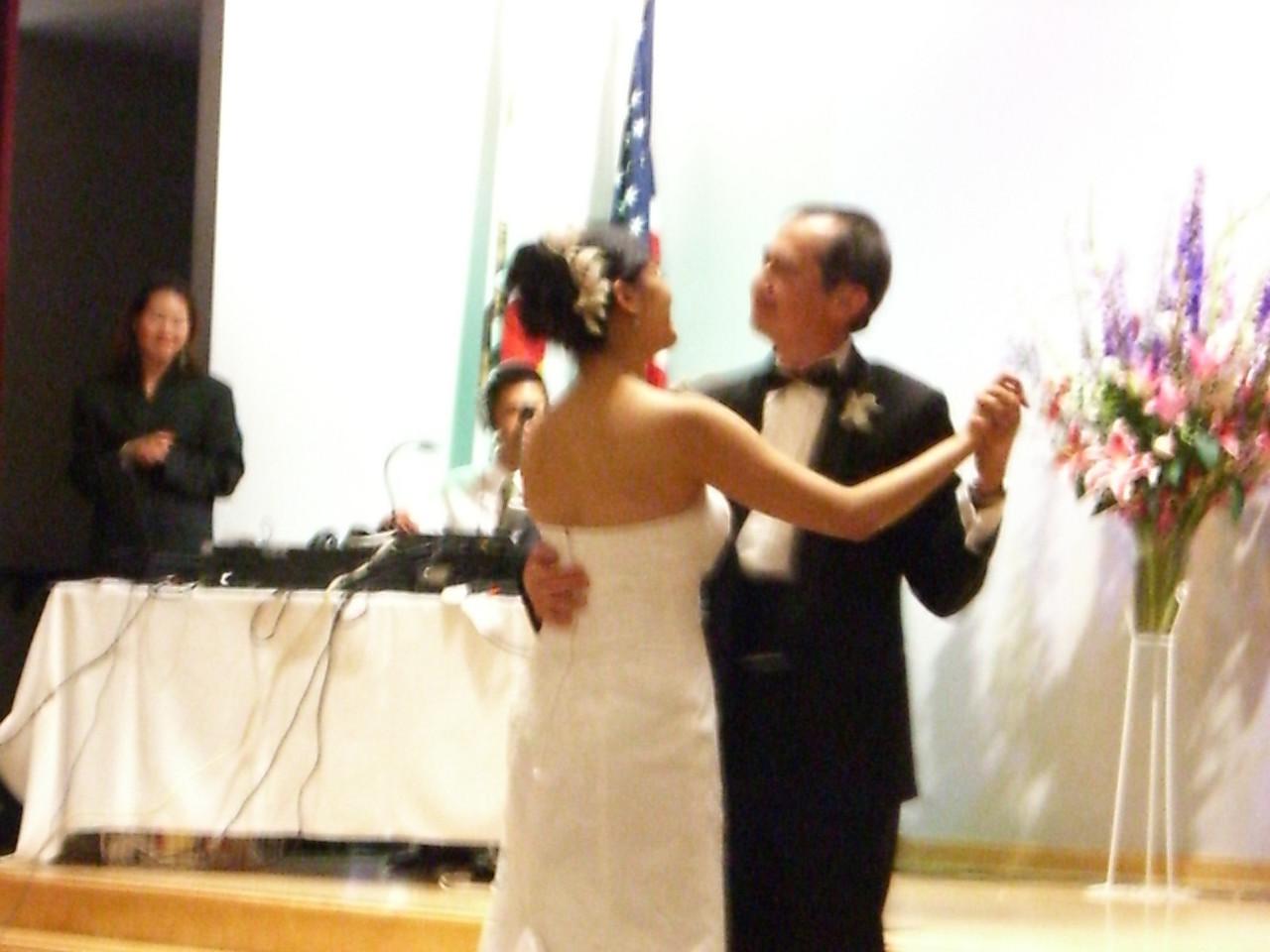 2006 06 18 Sun - Father & Bride dance 3