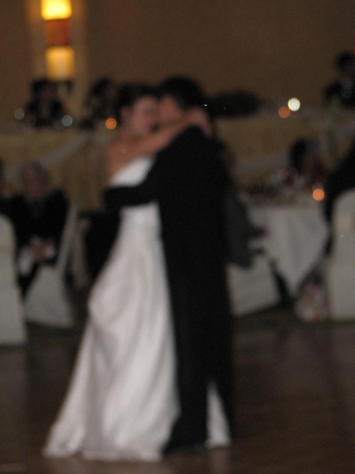 2006 10 08 Sun - Reception - 1st dance 3 - blurry