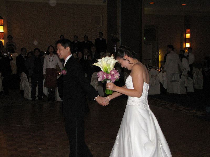 2006 10 08 Sun - Reception - Enter Mr  & Mrs  Joe & Joanna Sun 1