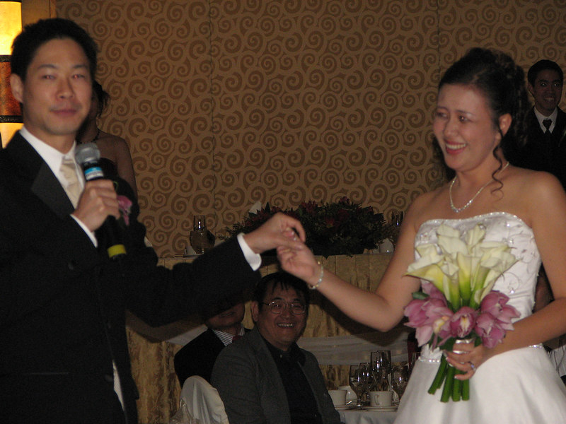 2006 10 08 Sun - Reception - Enter Mr  & Mrs  Joe & Joanna Sun 4 - blurry
