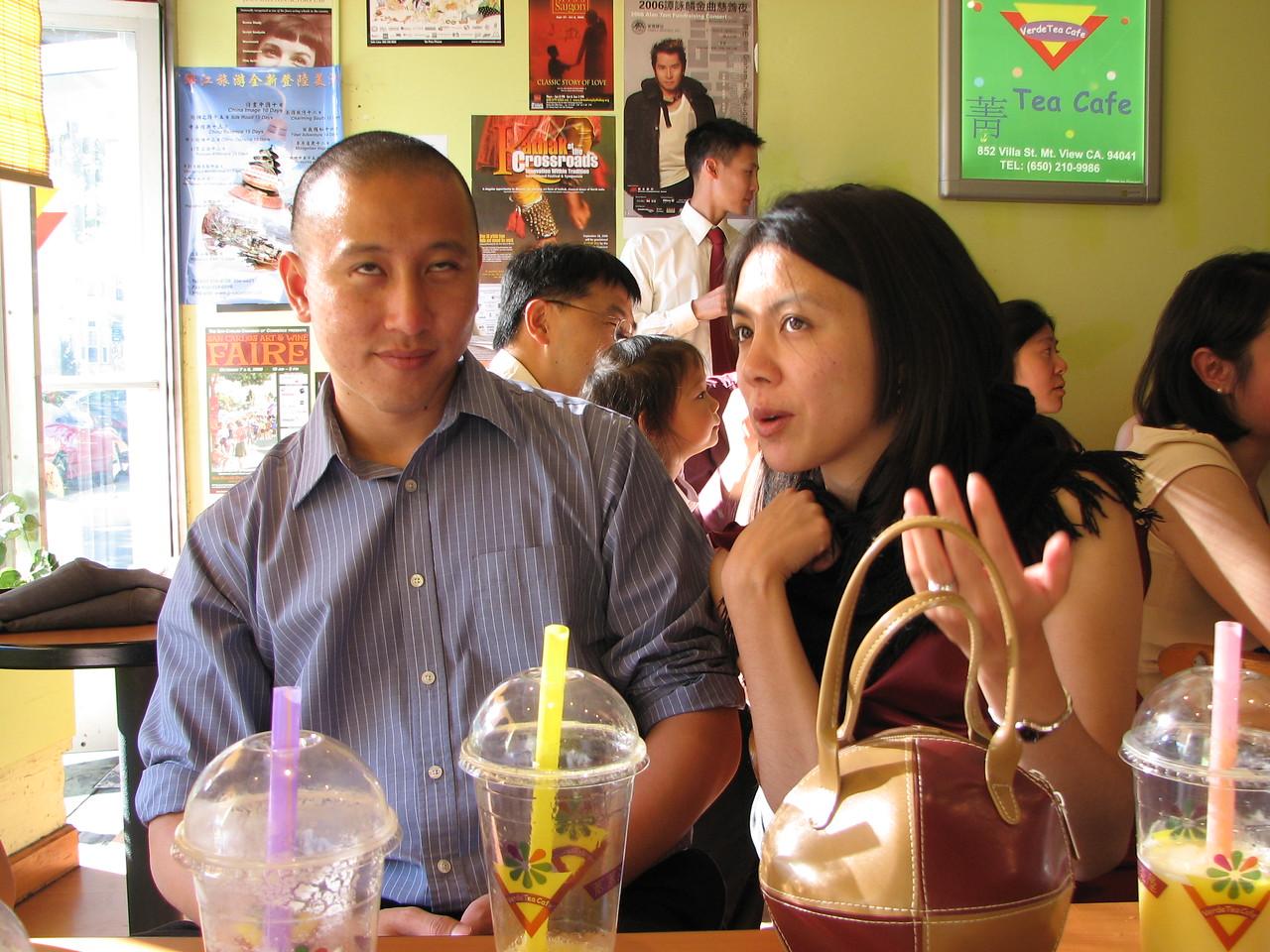 2006 10 08 Sun - In between boba @ Café Verde again - Rolling eyes Mike Lee & Amy Lee
