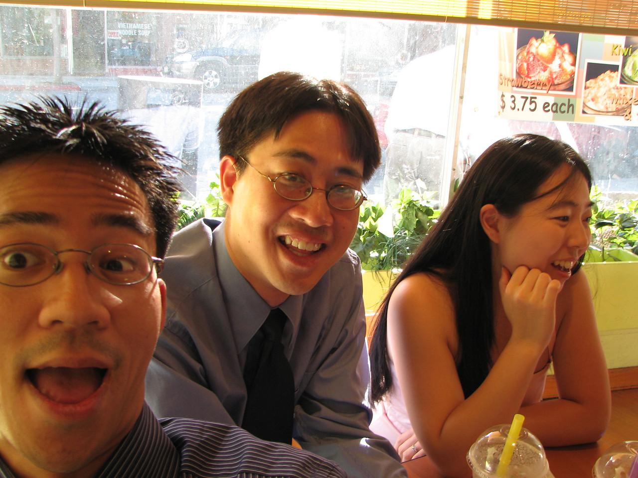 2006 10 08 Sun - In between boba @ Café Verde again - Ben Yu, Stephen Chang, & Cynthia Cheung