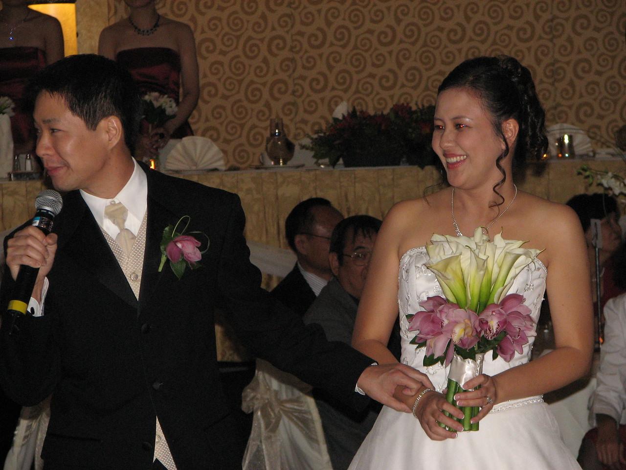 2006 10 08 Sun - Reception - Enter Mr  & Mrs  Joe & Joanna Sun 3