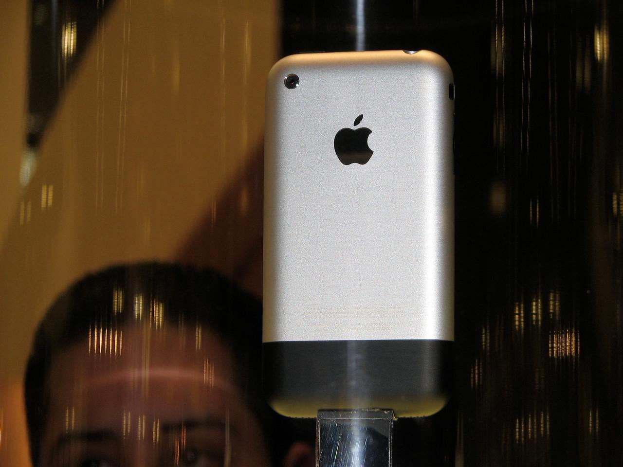 2007 01 12 Fri - Apple iPhone @ Macworld 2007 in SF