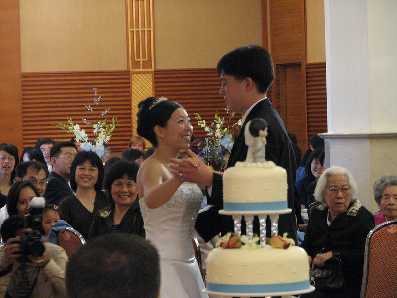2007 05 19 Sat - Reception - Bride & Groom 1st dance behind cake 1