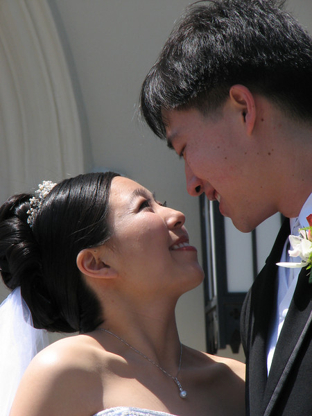2007 05 19 Sat - Stephen & Cynthia Chang outside church 6 - close-up smoochy