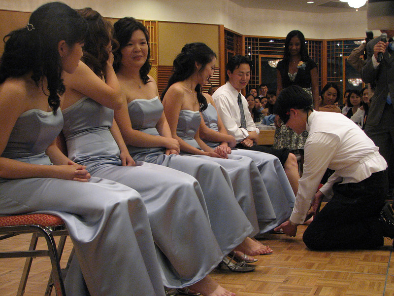 2007 05 19 Sat - Reception - Stephen Chang feels bridesmaids' feet 2