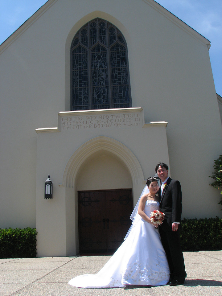 2007 05 19 Sat - Stephen & Cynthia Chang outside church 4 - taking advantage of the photographer's shoot