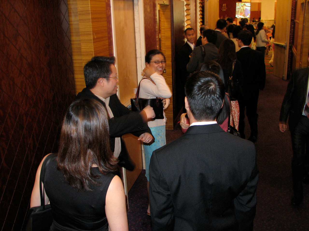 2007 05 19 Sat - Reception - EFC-Harvest youngers waiting to get in