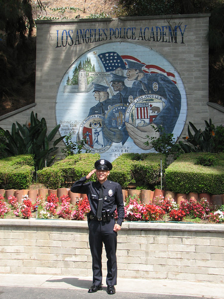 2007 05 25 Fri - LAPD Police Academy mural & blinking Allen Hsiao