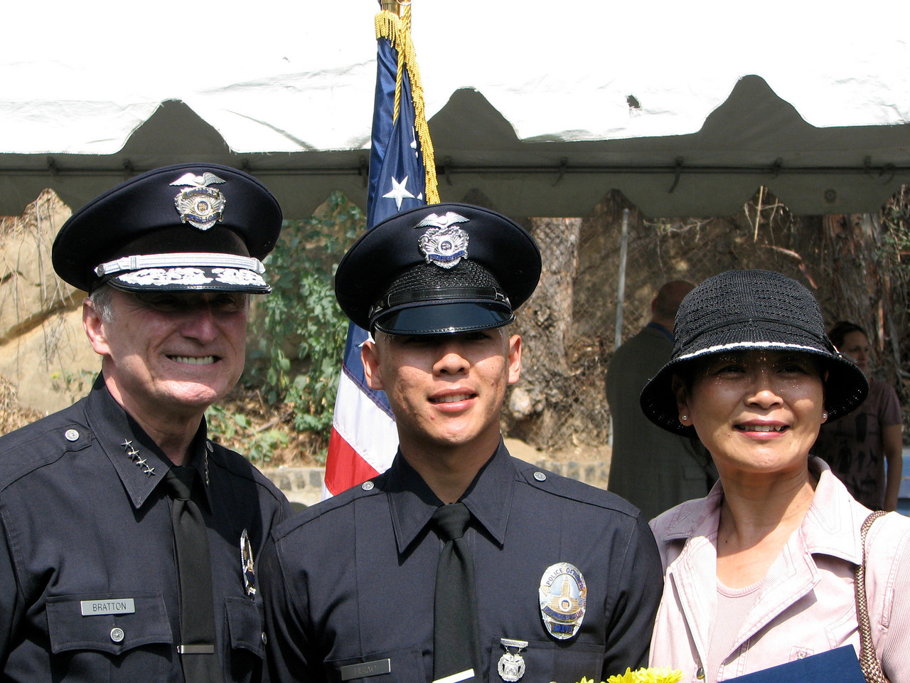 2007 05 25 Fri - LAPD chief, Allen, & Mama Hsiao