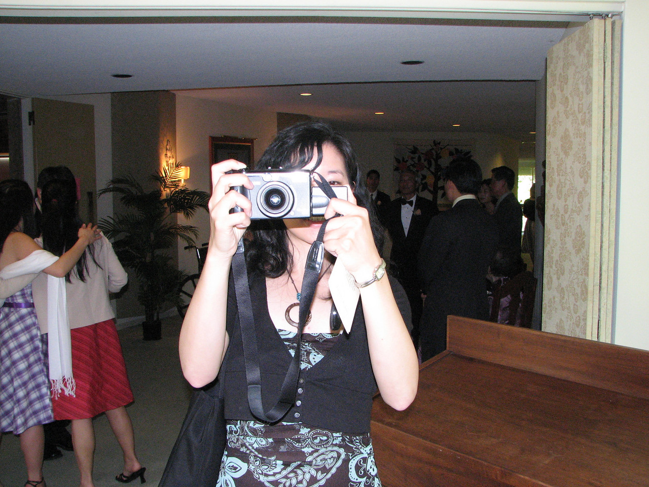 2007 06 09 Sat - Amy Wong snapping for wedding couple's scrapbook