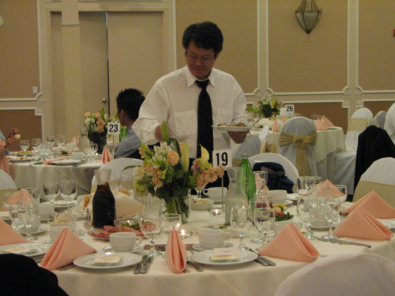 2007 06 09 Sat - Andrew Gi starts the food without us - a recurring theme