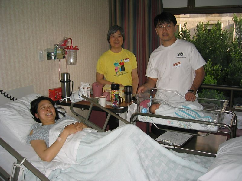 2004 04 26 Monday - Brian & Jenny Wang Chiang's newborn Ally Chiang - Family photo