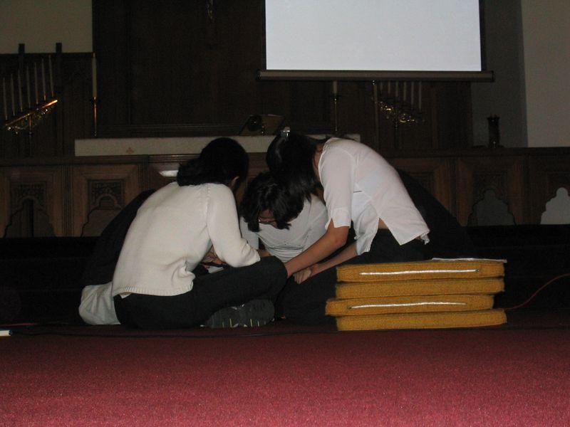 Class of 2003 Seniors in prayer