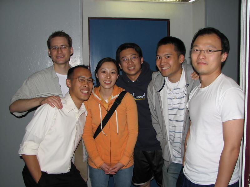 2007.05.20 Sun - Cory Benavides, Steven Hu, Robyn Miyagawa, Wing ho, Alan Sue, & George Hsieh outside the Cory, Wing, & Steve's apt.jpg